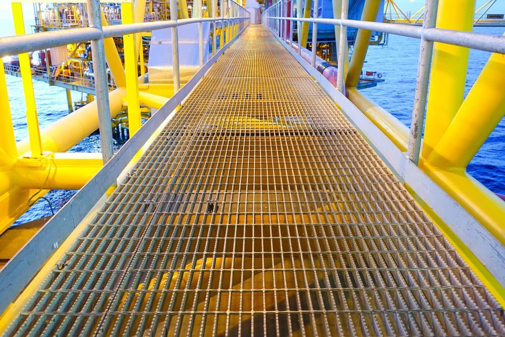 Сварной решетчатый настил на нефтяных платформах